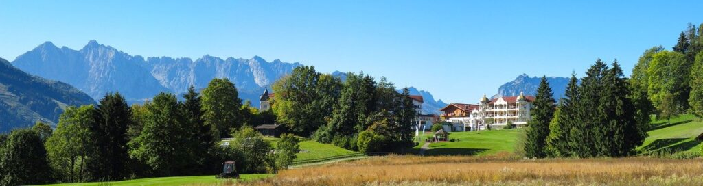 山とゴルフ場